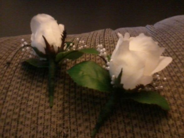 DIY: Bouts and Corsages!!