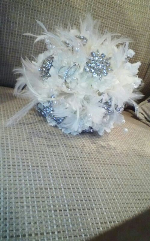 My DIY Bling, brooch and feather bouquet