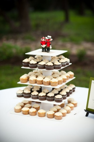 Show me your cupcake displays weddingbee for Cupcake stand plans