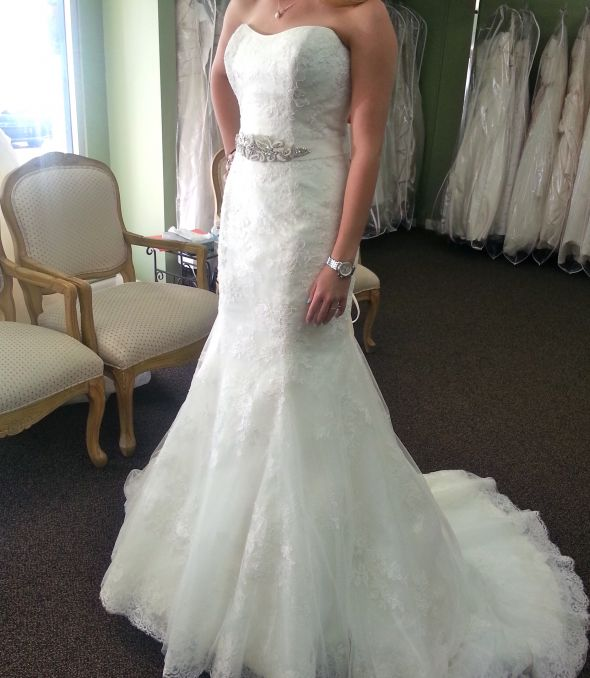 Petite brides 5 39 3 and under show off your dress for Wedding dresses montreal st hubert
