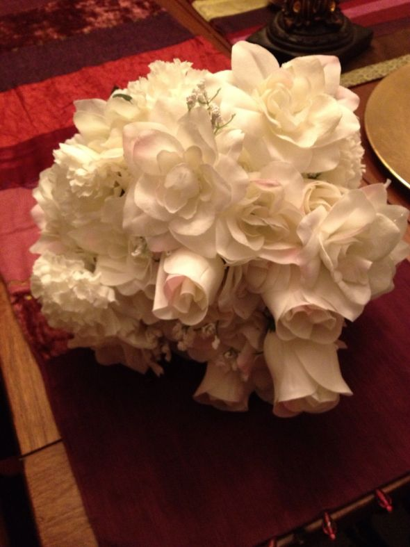 White toss bouquet for sale