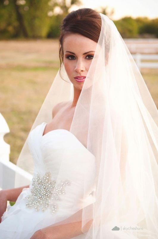 Прическа свадебная с фатой сверху