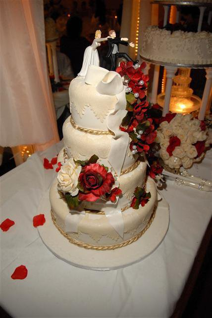 My Cake that I Decorated for a Wedding