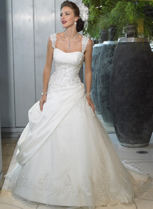 Having my wedding dress made by a friend- who else is doing/did that?