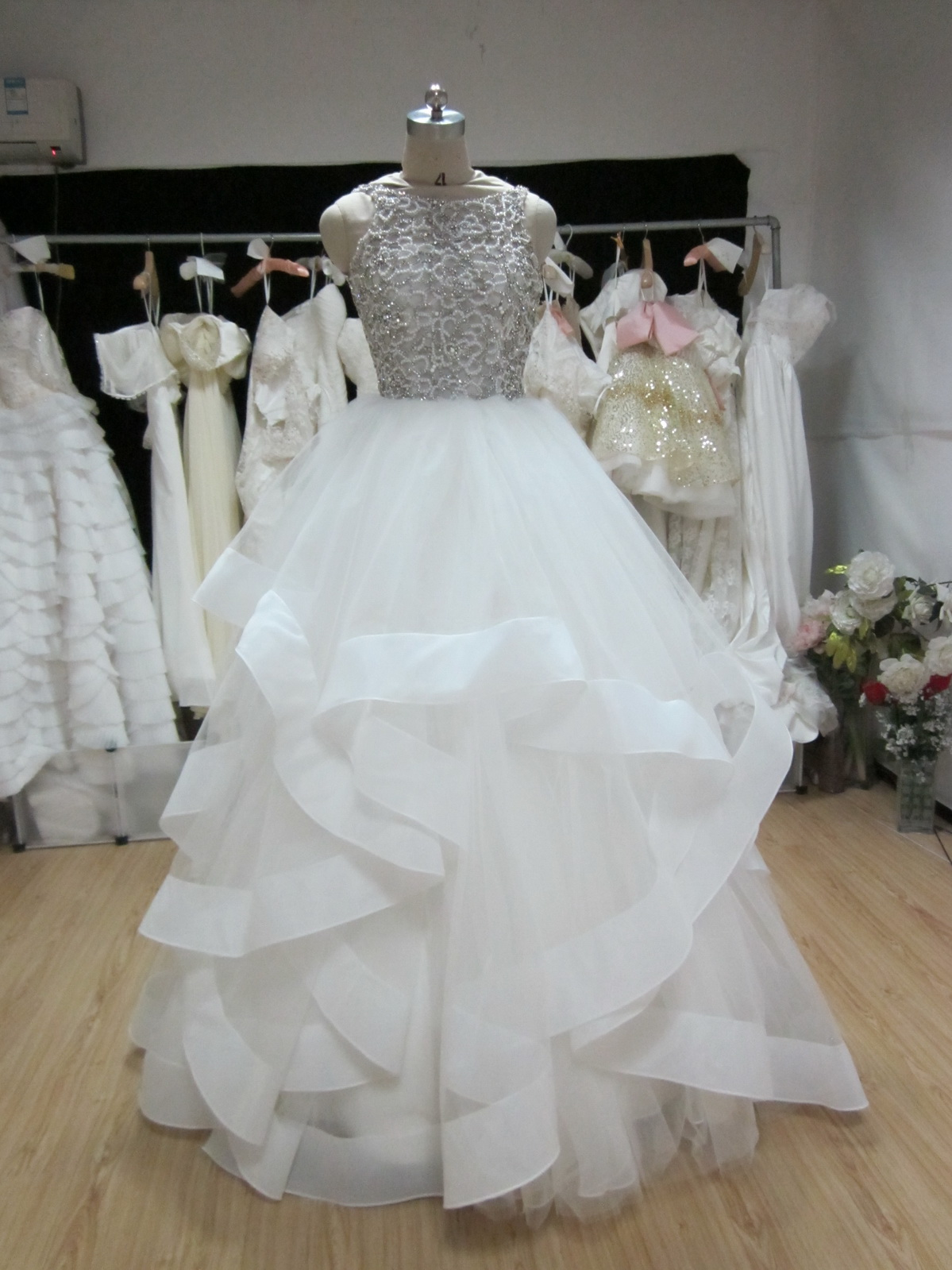 Desperate plea from a bride-to-be who can\\\'t try on dresses EVER! :(