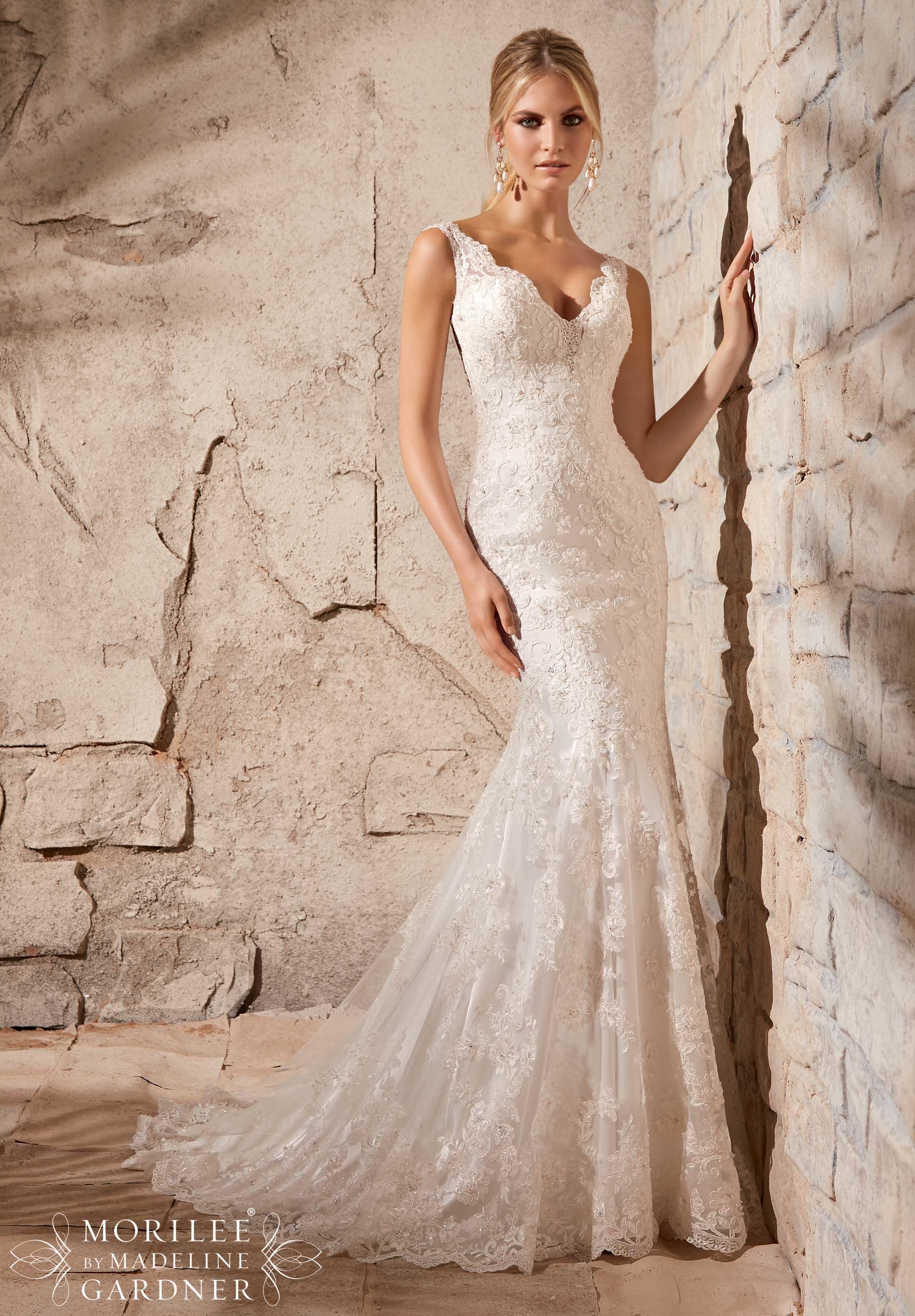 Should I add a belt/sash to my wedding dress?