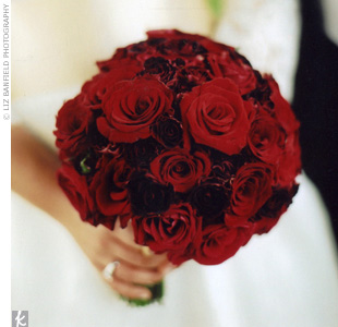 http://bios.weddingbee.com/pics/39758/red_bouquet.jpg