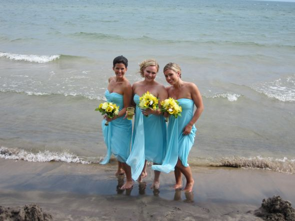 I love yellow with teal this is from a wedding I was in