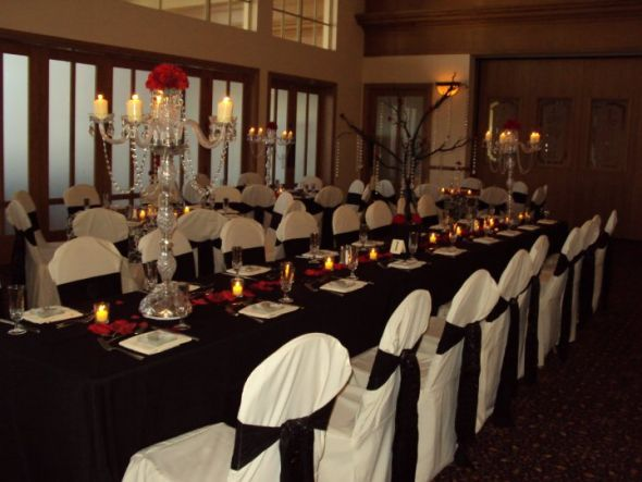 Tyshas Blog This Wedding Table Arrangement Features Beautiful Red