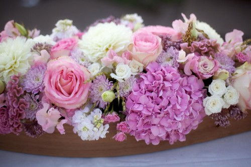 wedding Purple Hydrangea And Pink Rose Centerpiece 500x333 Flowerspiration