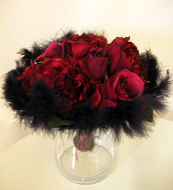 Bre2Be 39s feather pom centerpieces wedding Red Black Feather Cp