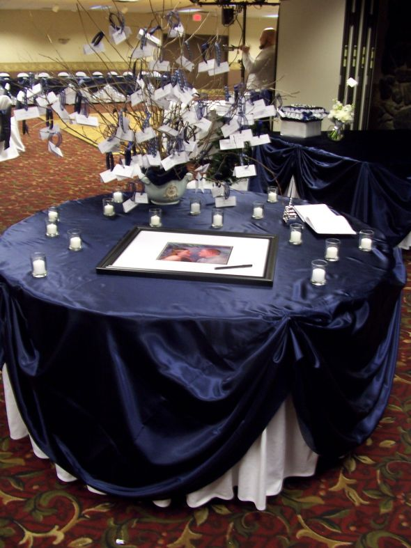 Pin 24 navy satin table runners and matching 120 rounds for 120 table runners