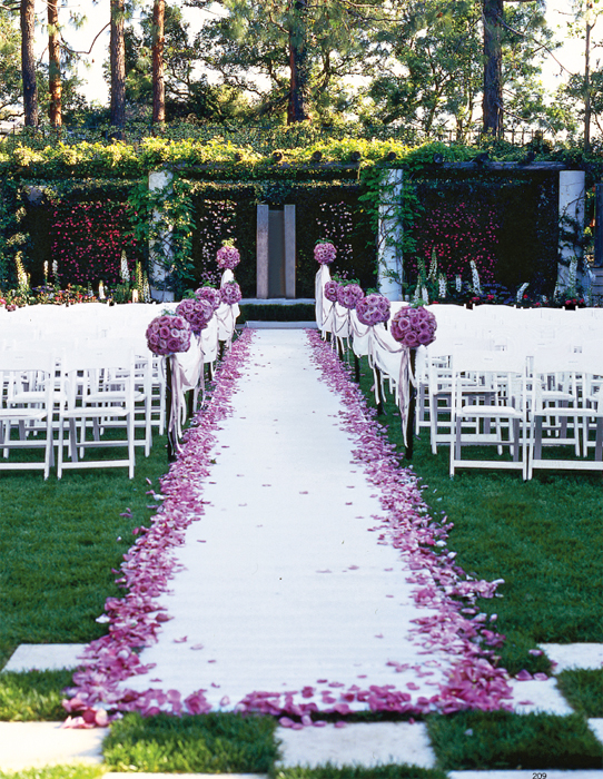 Outdoor wedding aisle decorations weddingbee for Backyard wedding ceremony decoration ideas
