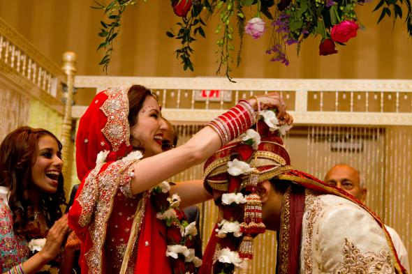 Mala/Var Mala Ceremony - Exchanging Floral Garlands : wedding ceremony