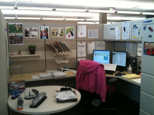 How to decorate your work cubicle interior home design Office cubicle design ideas