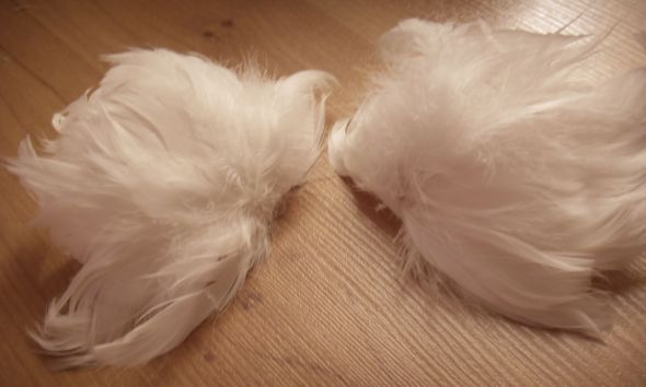 DIY marabou feather shoes (feather piece also suitable for fascinators!) :  wedding diy fancy fascinator feathers shoes Feather Puffs