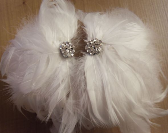 DIY marabou feather shoes (feather piece also suitable for fascinators!) :  wedding diy fancy fascinator feathers shoes Feather Puffs Bling