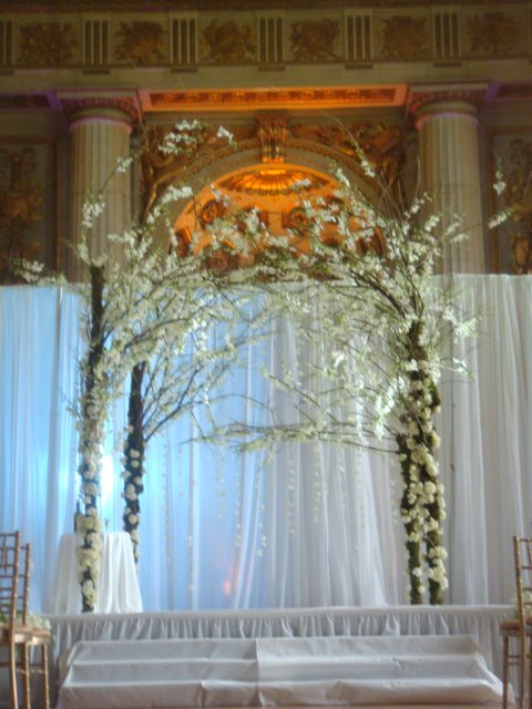 Wedding altar decorations romantic decoration for Archway decoration ideas