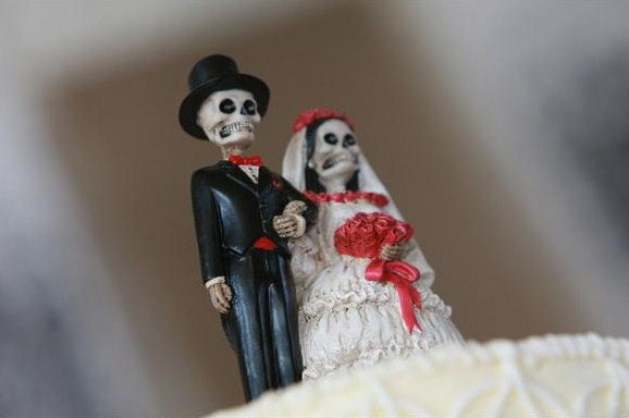 We had a rustic wedding but we threw in a bit of an edge on our cake