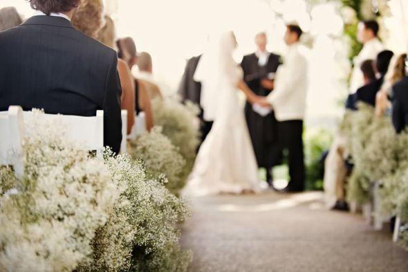 Baby's Breath :  wedding babys breath flowers ceremony Babys Breath Ceremony Decor