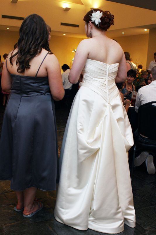 How to Bustle a Gown - wikiHow