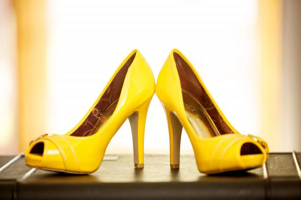 Yellow Tacones : wedding yellow shoes Stefanie Erik 050