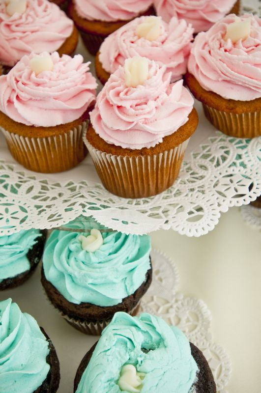 Fun Cupcakes with Fondant Roses wedding cupcakes colorful roses teal pink