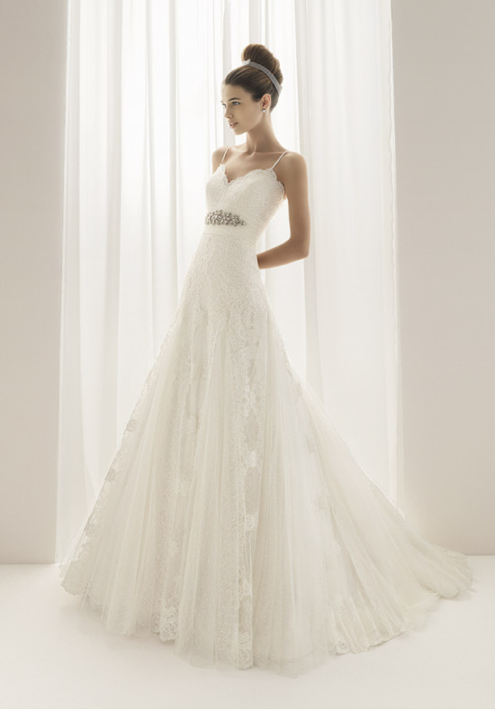 Glynnda 39 s blog one of my brides was looking for a dress for Flowy white wedding dress