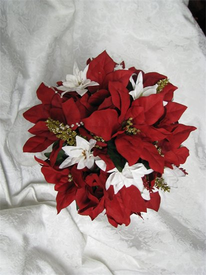 Alternative Bridesmaid Bouquets for Christmas wedding :  wedding Poinsettiabouquet2