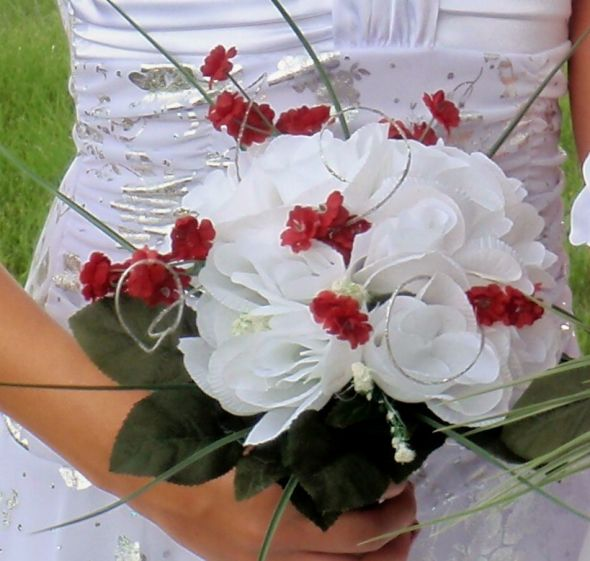 lots of wedding stuff for sale wedding bouquet wedding dress centerpieces