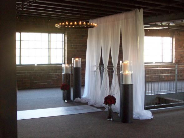 Memorable wedding altar decoration ideas for weddings for Altar wedding decoration