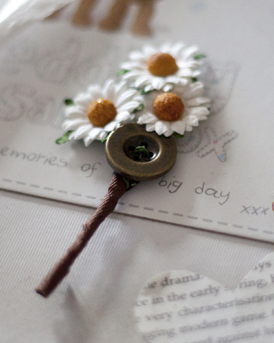 Daisy button buttonholes