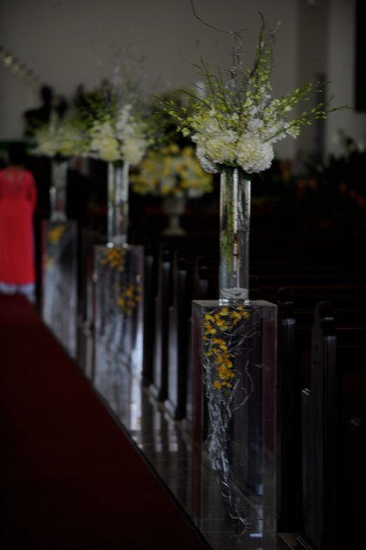 I want to decorate the church aisle with vases and flowers