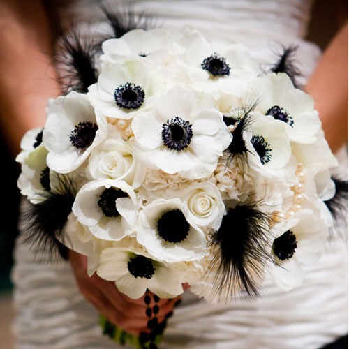 Vintage looking flowers wedding 02bouquet Anemone Roses Carnations
