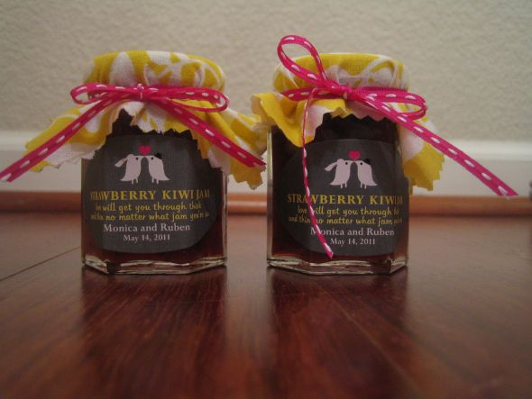Strawberry Kiwi Jam Favors :  wedding diy favors jam favors strawberry kiwi IMG 5953
