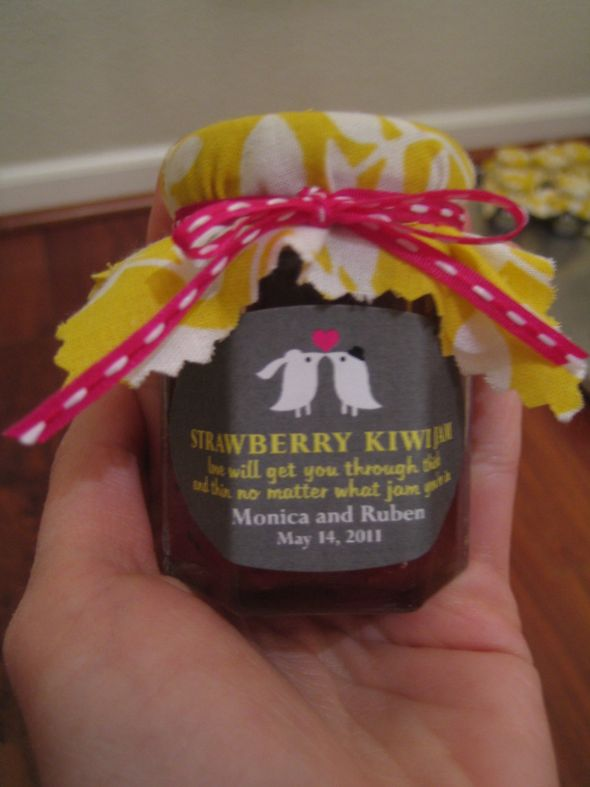 Strawberry Kiwi Jam Favors :  wedding diy favors jam favors strawberry kiwi IMG 5956
