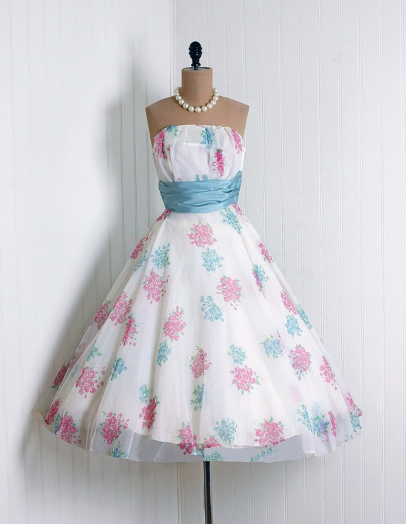 Carnival reception dress for How to dress for a wedding reception